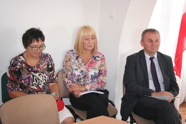 Dyrektorzy szkół w gminie. Od lewej: Krystyna Szołkowska, Krystyna Wyszyńska i Roman Malicki