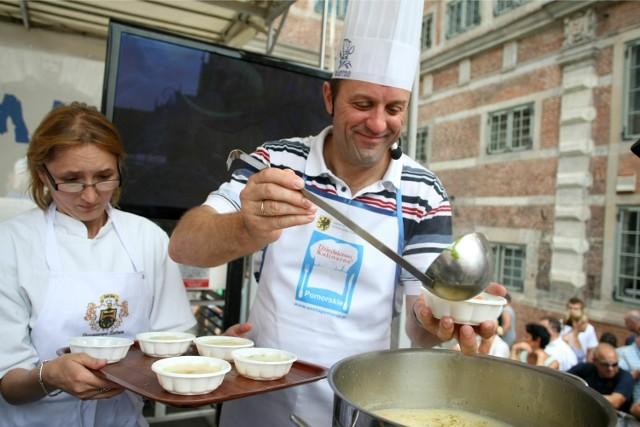 Zupa czosnkowa, zdjęcie ilustracyjne