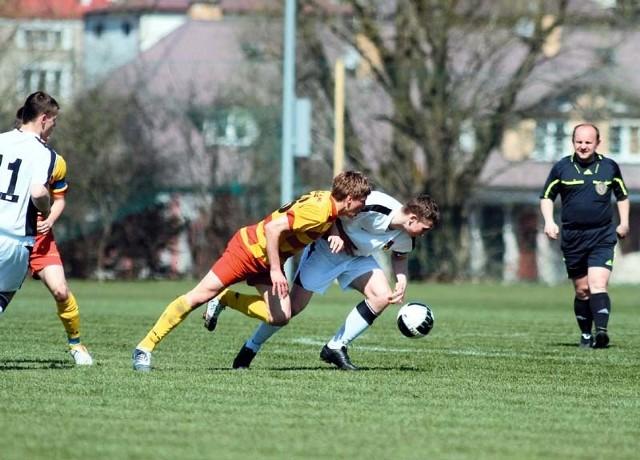Piłkarze MOSP (żółto-czerwone stroje) byli lepsi w jagiellońskich derbach