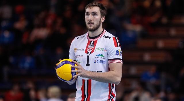 Bartłomiej Krulicki (urodzony15 września 1993 r.) mierzy 205 cm i przyszedł do Asseco Resovii z GKS-u Katowice