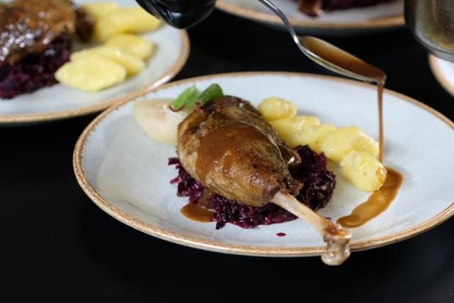 Po latach Polacy wracają do jedzenia gęsiny. To tradycyjne danie w okresie jesienno-zimowym. Dziś mięso jest stosunkowo trudno dostępne.
