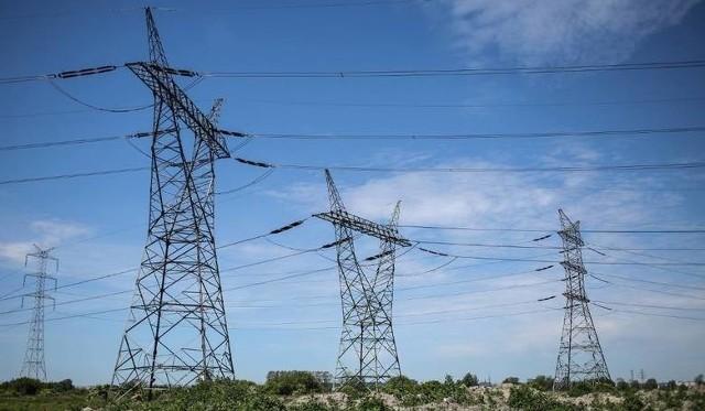 W najbliższych dniach mieszkańcy kilku miejscowości w naszym regionie muszą być przygotowani na przerwy w dostawie energii elektrycznej.Listę planowanych wyłączeń znajdziecie na kolejnych slajdach.