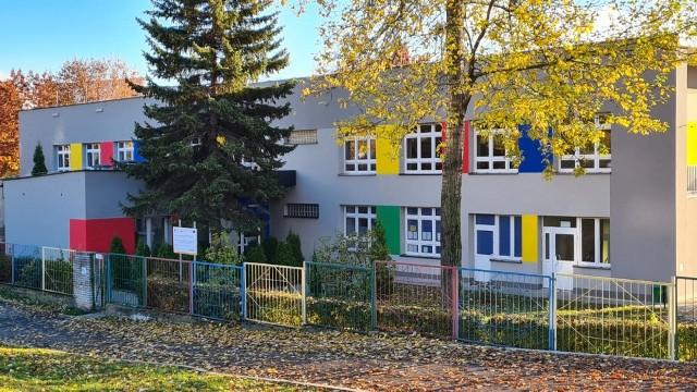 Wyremontowany budynek Przedszkola Miejskiego nr 9 w Jaworznie.Zobacz kolejne zdjęcia. Przesuń zdjęcia w prawo - wciśnij strzałkę lub przycisk NASTĘPNE
