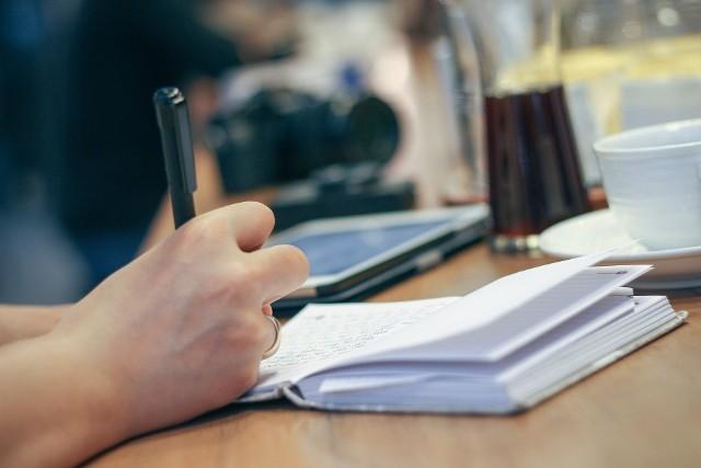 Otwierają się studia podyplomowe dla przyszłych lektorów polskiego języka migowego.Zdjęcie poglądowe