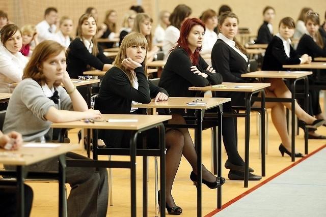 Lider jest zdecydowany. Uczniowie tylko jednego liceum w Poznaniu na maturze podstawowej z matematyki osiągnęli średni wynik procentowy powyżej 90 proc. Które szkoły są jeszcze w czołówce? Gdzie młodzież miała najmniejsze problemy z maturą z matematyki? Sprawdź ranking. Przejdź do galerii!Przejdź do kolejnego zdjęcia --->