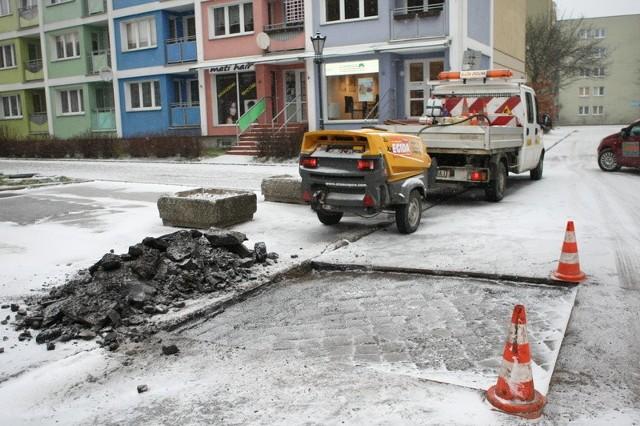 Pogoda skróciła łatanie ulic w Słupsku