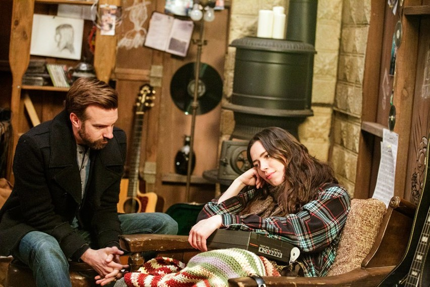 "Kadr z filmu ""Nie ma mowy"" Rebecca Hall i Jason Sudeikis"