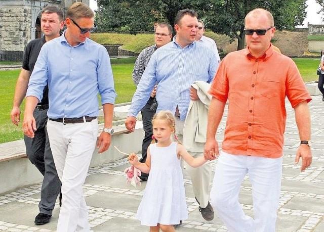 Prezydent Szczecina Piotr Krzystek (z prawej) i Olgierd Geblewicz marszałek województwa i szef szczecińskiej Platformy mogą wkrótce rywalizować nie tylko o fotel prezydenta miasta, ale i o władzę w regionie. Na zdjęciu panowie razem spacerują po nabrzeżu.
