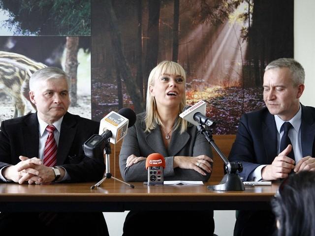 Nie projektujemy, ale już realizujemy - przypomina senator Włodzimierz Cimoszewicz. W poniedziałek razem z posłem Robertem Tyszkiewiczem towarzyszyli minister Elżbiecie Bieńkowskiej w czasie jej wizyty na Podlasiu.