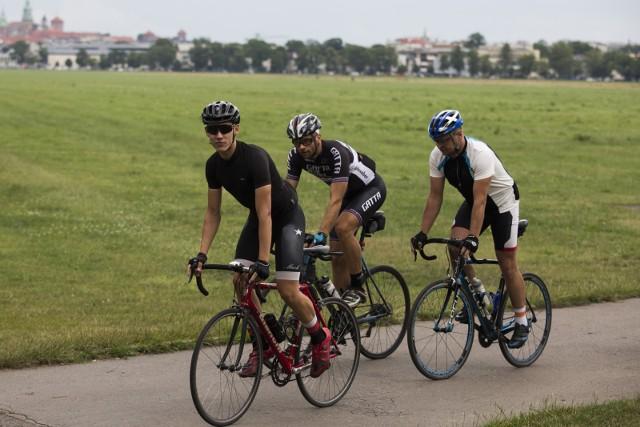 Uczestnicy Otwartych Treningów Rowerowych. W sumie bierze w nich udział już ponad stu szosowych kolarzy amatorów