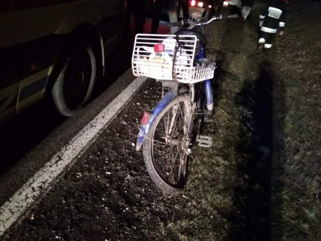 W piątek przed godz. 19 doszło do wypadku na drodze krajowej nr 21. Niedaleko Objezierza kierowca ciężarówki potrącił rowerzystę. Na miejscu była karetka, policja oraz strażacy z Trzebielina, Słupska i Miastka.