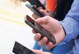 """Czy wobec konieczności bycia na bieżąco stać nas na smartfonowy """"detoks""""?"""