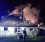 Potrzebna pomoc dla pogorzelców z Modrzejewa w gminie Tuchomie. W pożarze stracili dom z dobytkiem. Zbiórka trwa!