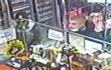 Płacili w sklepach kradzioną kartą płatniczą. Policja poszukuje podejrzanych