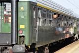 Do Czechowic-Dziedzic przyjechał pociąg retro. Ale dworzec też jak z lat 70 ZDJĘCIA
