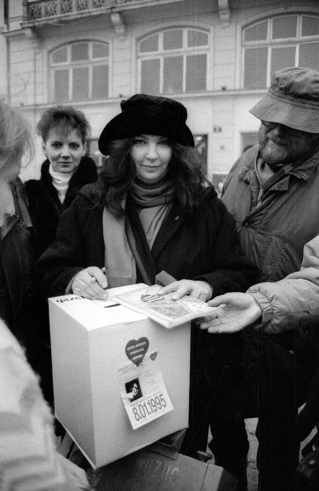 Anna Dymna podczas finału WOŚP w 1995 roku
