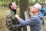 Politycy sprzątali zabytkowy cmentarz w Opolu [foto, wideo]