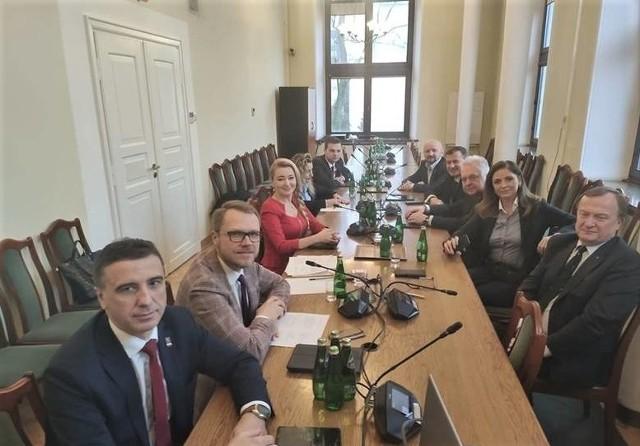 Posłowie z województwa lubelskiego założyli dwa zespoły parlamentarne - jeden posłów opozycji...