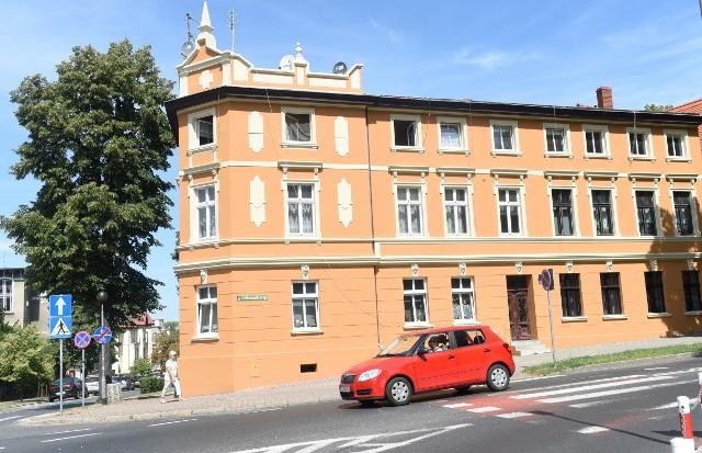 Kamienica u zbiegu ulic Chrobrego i Bankowej w Zielonej Górze.