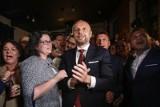 Jak głosowali rzeszowianie? Konrad Fijołek zdobył serca kobiet. Najwięcej pań zagłosowało właśnie na niego - wynika z badania exit poll