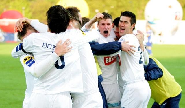 Radość piłkarzy Pogoni po meczu z Ruchem była ogromna. Nie ma się czemu dziwić. Portowcy w drodze dobydgoskiego finału rozegrali aż dziewięć spotkań. Nie przegrali żadnego z nich.