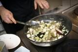 POTRAWY Z GRZYBÓW: [PRZEPIS] sos grzybowy, jajecznica z kurkami, zupa grzybowa. DANIA Z GRZYBAMI
