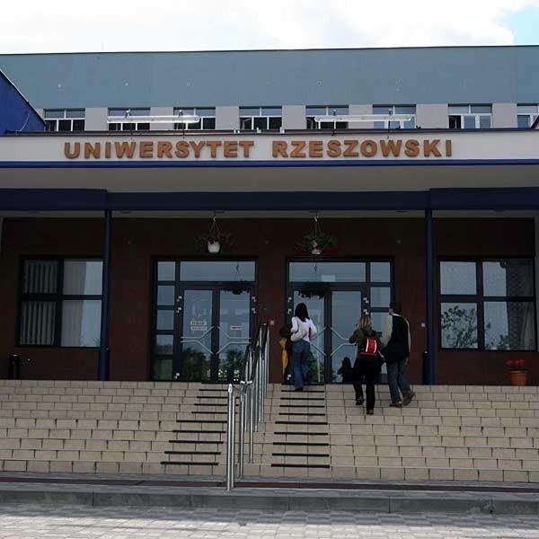 Nauczyciele mogą znaleźć w ofercie Uniwersytetu Rzeszowskiego studia podyplomowe nie tylko z zakresu pedagogiki.