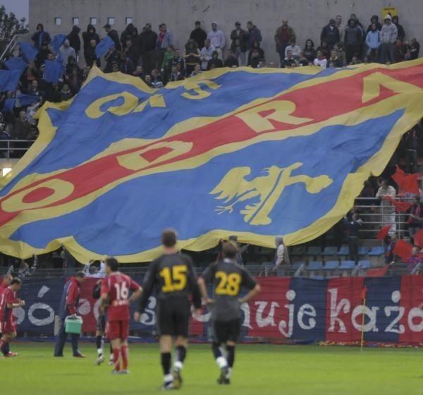 Sprzedaż Zakrzowa jest jedyną szansą na uratowanie klubu, który ma ponad milionowy dług wobec ZUS, Urzędu Skarbowego i swoich pracowników, w tym piłkarzy.