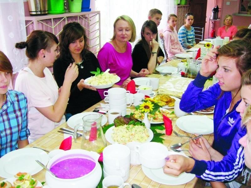 Te potrawy przygotowali uczniowie podczas Dnia Litewskiego. Po wspólnej pracy przyszedł czas na zasłużoną ucztę.