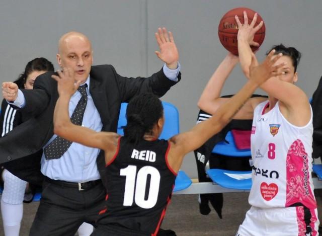 Elmedin Omanić oczekuje od swojej drużyny agresywnej obrony.