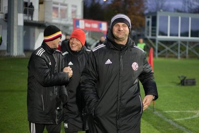 Uśmiechnięty trener Adrian Stawski