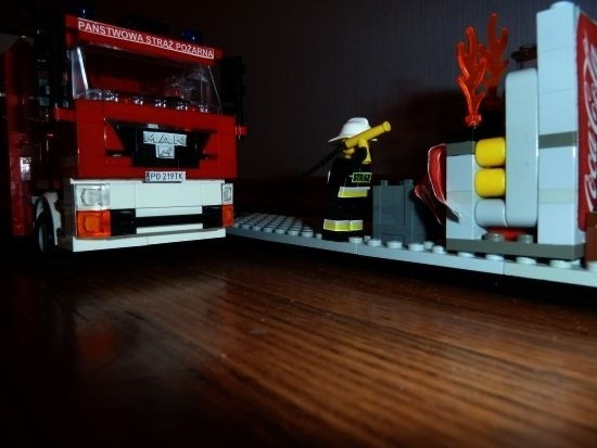 Wóz strażacki z klocków Lego