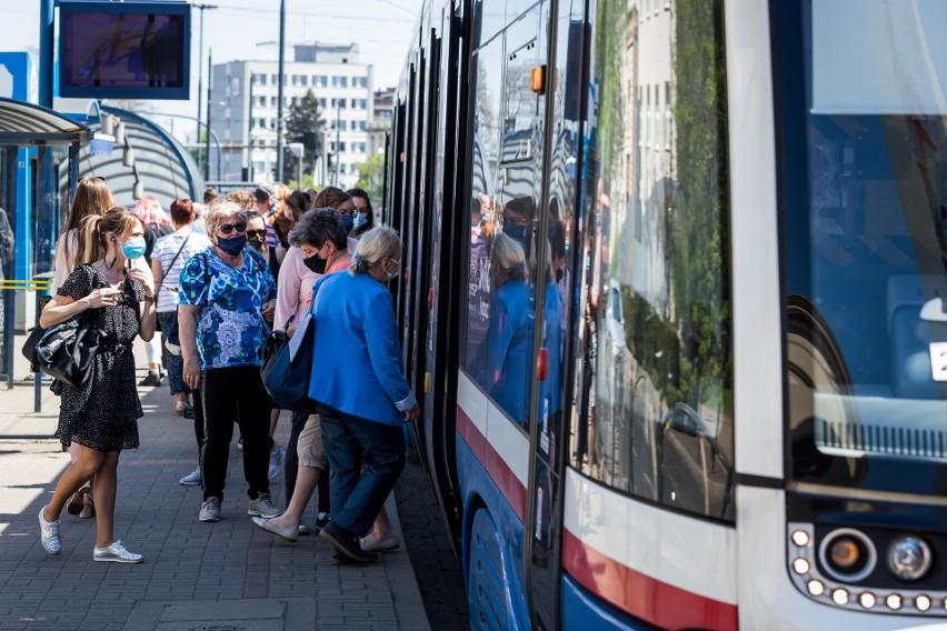 We wtorek w godzinach szczytu tramwaje jeździły potężnie...