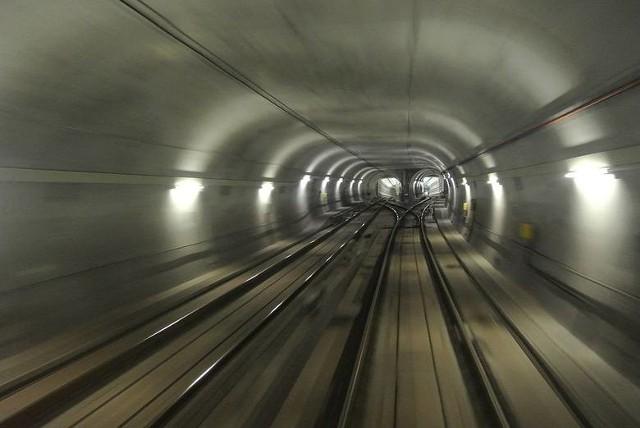 """Biura Projektów """"Metroprojekt"""" oraz Sud Architekt Polska zaprojektują drugi tunel pod Łodzią dla kolei dalekobieżnej, z którego korzystać mają pociągi kolei dużych prędkości. Start budowy zaplanowano na 2023 r.CZYTAJ DALEJ NA KOLEJNYM SLAJDZIE>>>"""