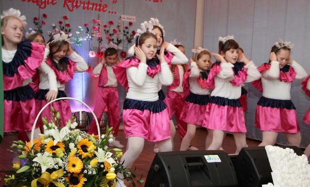 Akademię, zwiedzanie budynku, wystawę, koncert w wykonaniu uczniów   przygotowano dla gości, którzy w czwartek uczestniczyli  w obchodach 125-lecia Szkoły Podstawowej nr 3.  >> Najświeższe informacje z regionu, zdjęcia, wideo tylko na www.pomorska.pl