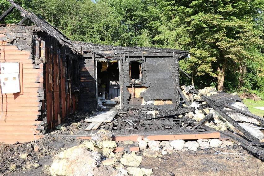 """Antonin. 54-latek, który podpalił budynek znany z programu """"Nasz nowy dom"""" aresztowany (zdjęcia)"""