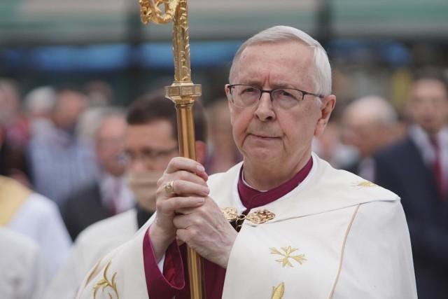 Przewodniczący Episkopatu Polski apeluje do premiera Mateusza Morawieckiego o zmniejszenie obostrzeń w kościołach