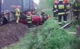 Koszmarny wypadek w Radlinie na przejeździe kolejowym WIDEO Pociąg staranował auto. Lądował śmigłowiec LPR