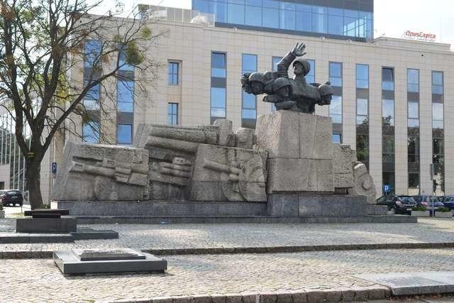 Plac i pomnik artylerzystówPlac i pomnik artylerzystów
