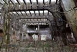 Opuszczona cegielnia w Radowicach przypomina budynki w Czarnobylu. Aż strach się tu zapuszczać...