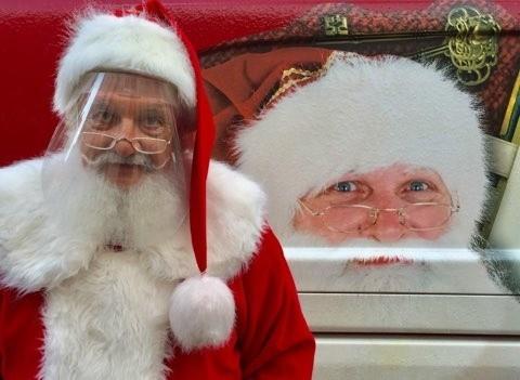 Łódzki Mikołaj - Witold Stanisław Amiłowski - odwiedza dzieci w okresie świątecznym i niesie im radość i prezenty.