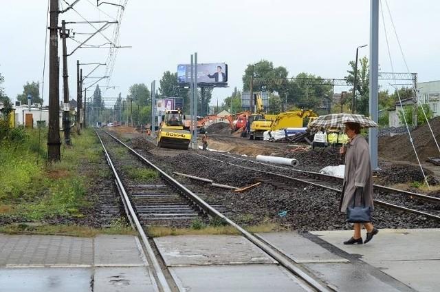 W związku ze wstrzymaniem przebudowy ul. Czechosłowackiej kolejarze przekładają w czasie remonty kolejnych przejazdów na Dębcu