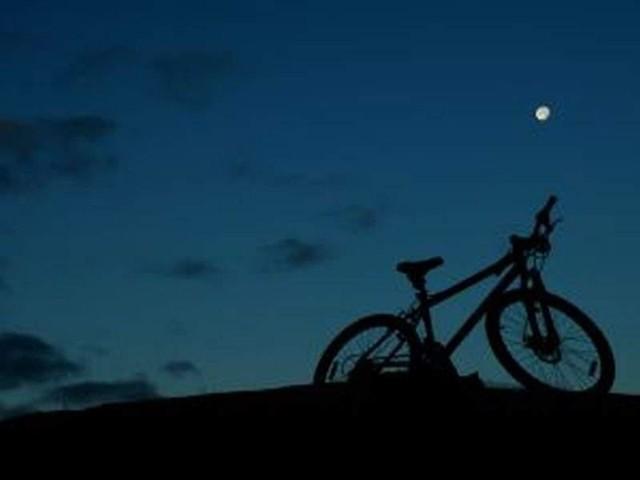 12-latek jeździł po ulicy rowerem w środku nocy