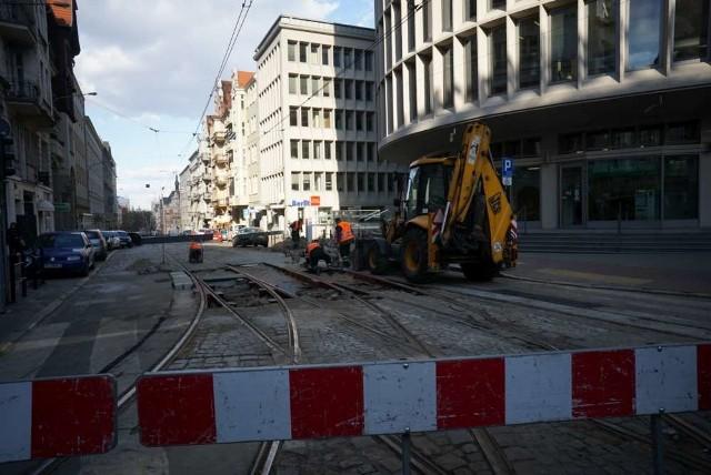 W poniedziałek rozpocznie się remont na Fredry, zmienią się trasy wielu tramwajów, nie będzie kursować tramwaj nr 20. Zamknięty dla ruchu zostanie fragment Fredry przy skrzyżowaniu z Mielżyńskiego
