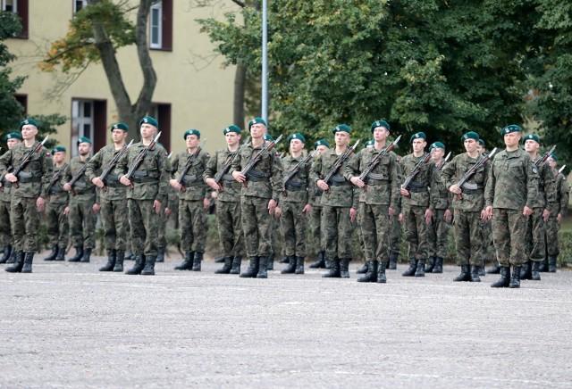 Najnowszy sondaż: Polacy najbardziej ufają wojsku, NATO oraz Unii Europejskiej. Na ostatnim miejscu Trybunał Konstytucyjny