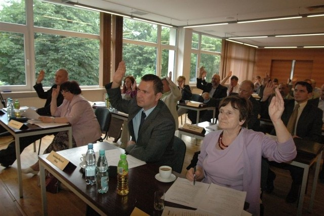 Tym razem radni obradowali w sali Miejskiego Ośrodka Kultury. Głosowali zgodnie nad uchwałami, obrady trwały tylko godzinę.
