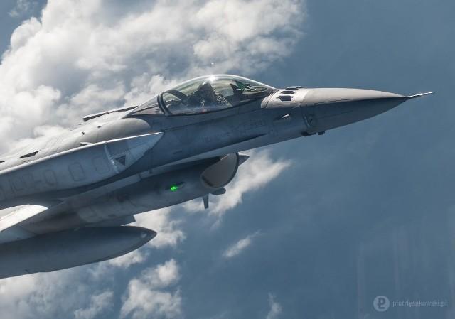 Tankowanie F-16 z powietrza