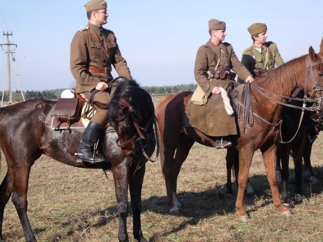"""Stanisław Ostapowicz (w środku) został zwycięzcą """"Pogoni za lisem""""."""