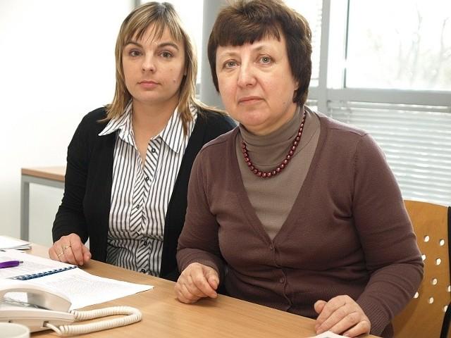 Danuta Borsuk-Zawadzka (pierwsza z prawej) i Jolanta Olszewska z Zakładu Ubezpieczeń Społecznych w Koszalinie