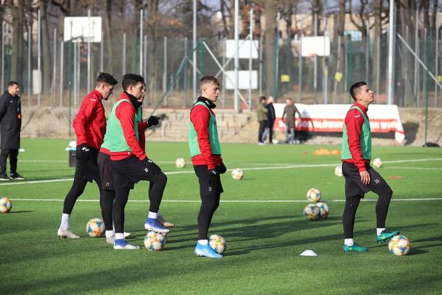 Piłkarze Widzewa pod okiem trenera Marcina Kaczmarka trenowali przed sezonem na boiskach Łodzianki w Parku 3 Maja przy ul. Małachowskiego